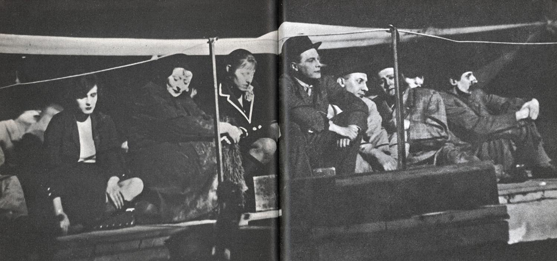 """Bild från uruppförandet. """"Aufstieg und Fall der Stadt Mahagonny"""". Berlin. Theater am Kurfürstendamm. 1931"""