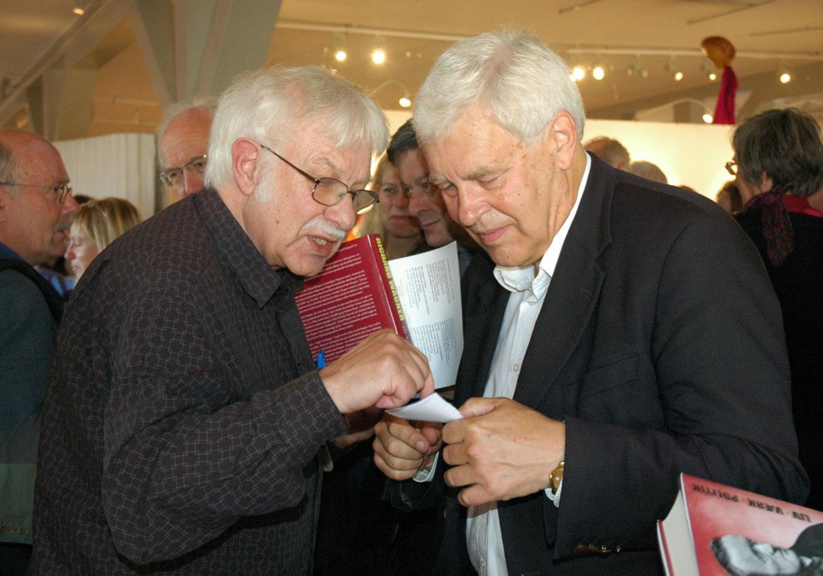 I biblioteket till Rundetaarn i Köpenhamn, några hästslingor upp. Ingemar Schmidt-Lagerholm (tv), Henrik Nebelong (th) Den 9 oktober 2008, vid utgivandet av Henrik Nebelongs drygt 500-sidiga Wagnerbok.