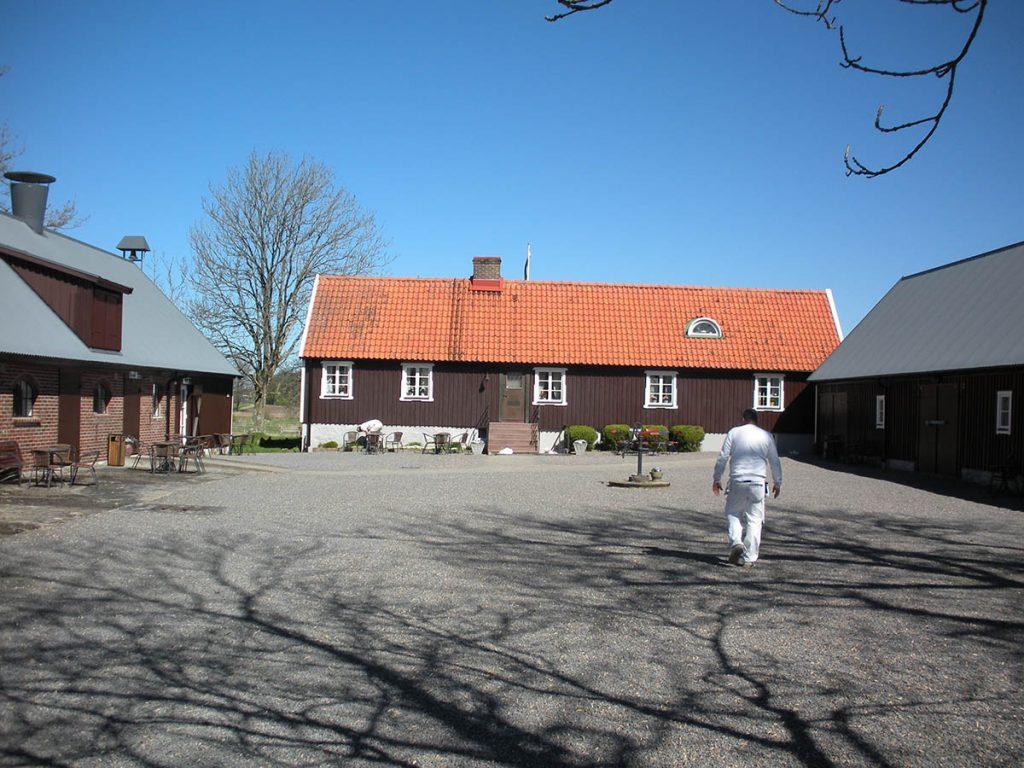 Gårdsplan 1 Birgit Nilssons 'Svenstad'.